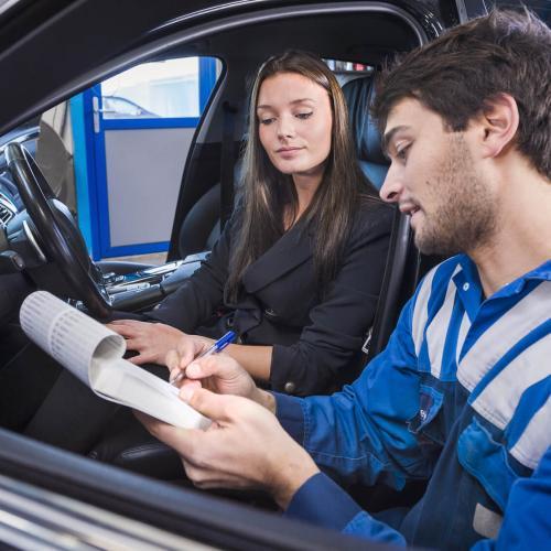 Intervento su autoveicolo di Tech Auto